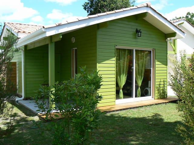 Quality holiday cottage 15 minbeach garden+parking - Brach