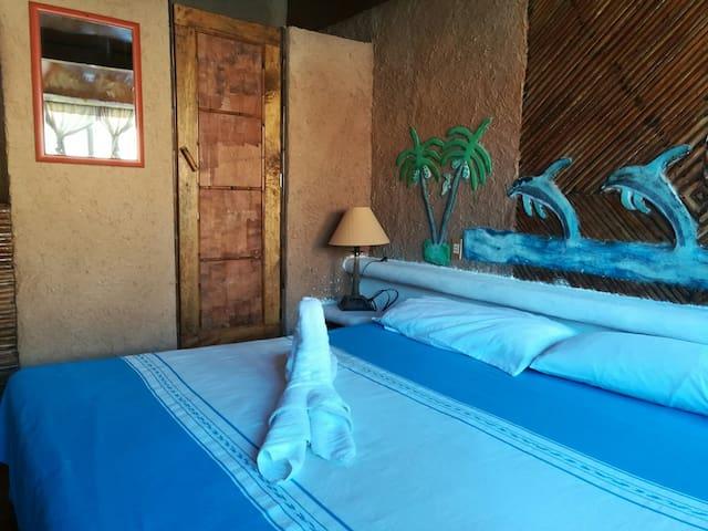 Surfer Room, en Playa la Ropa ( a 10m d la orilla)