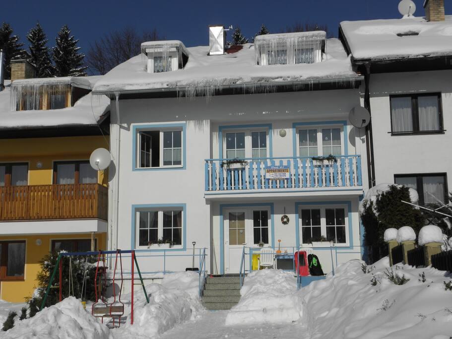 Apartmán v přízemí v zimě