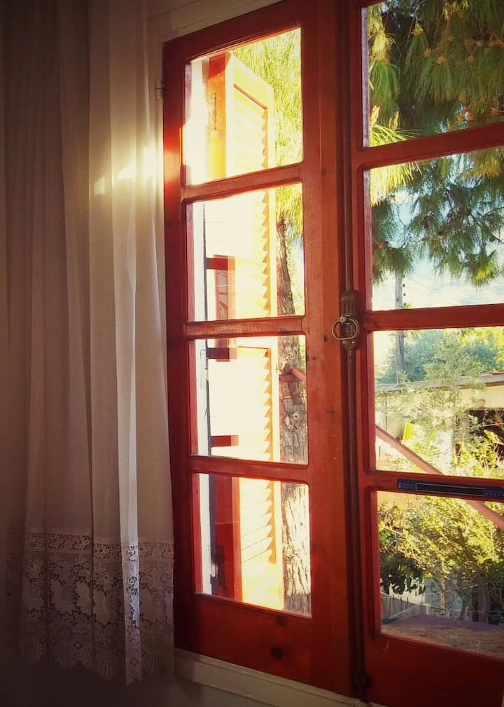 Cozy house with A/C and heating in  Kyrenia centre