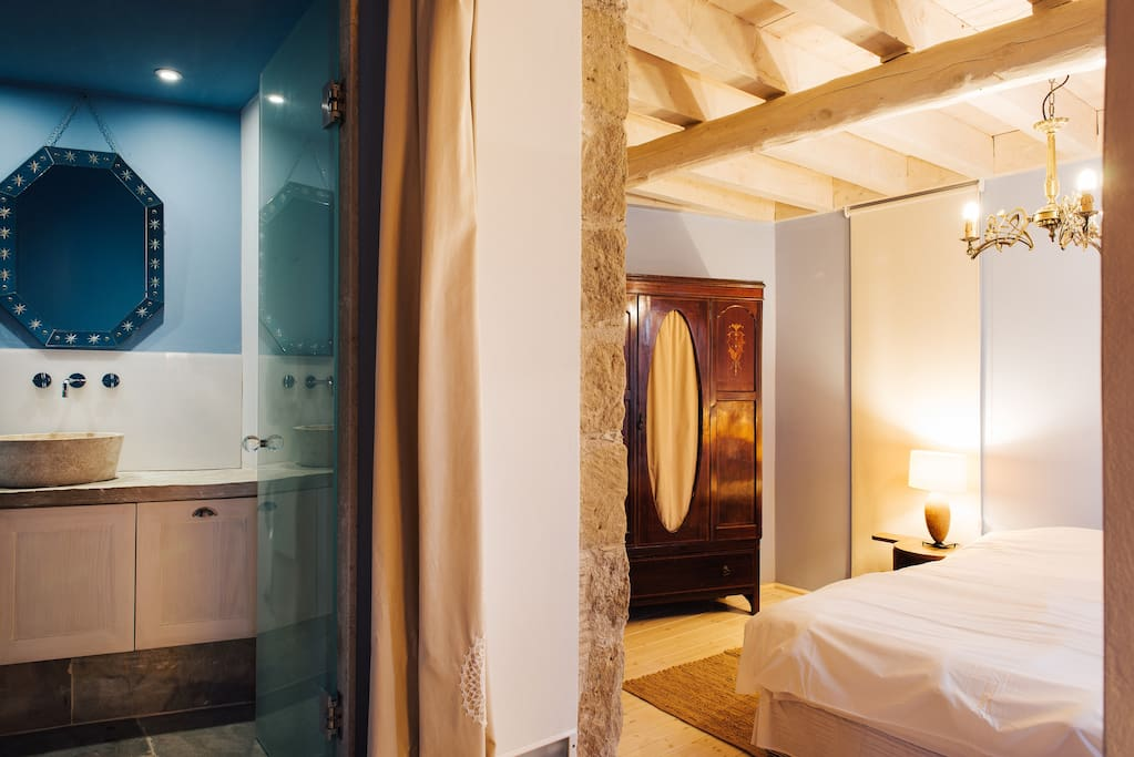 LOULLAKI 2 -BATHROOM/BEDROOM