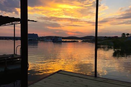Lake Travis in Your Backyard - Leander - Hus