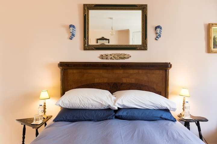 Gorgeous Bedroom in Lovely Covent Garden Apartment