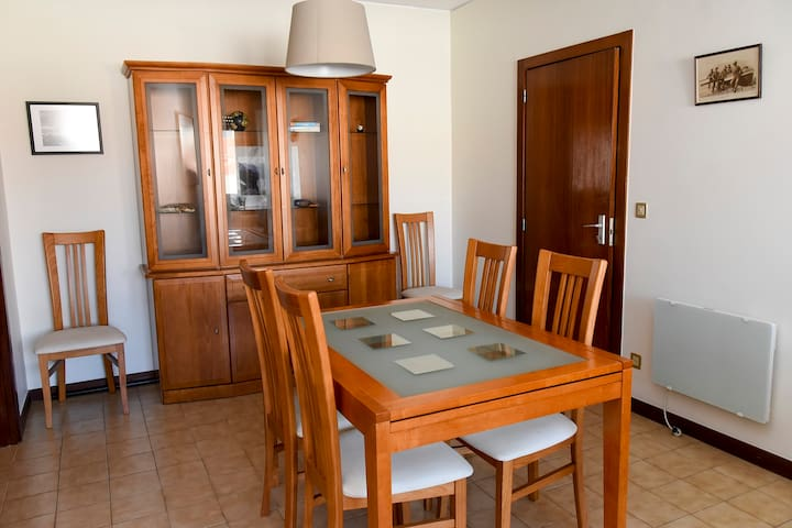 Large self-contained flat for beach & Porto centre