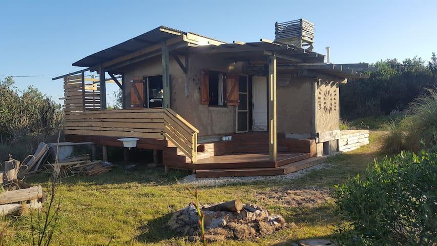La Tucutera casa de barro y madera.