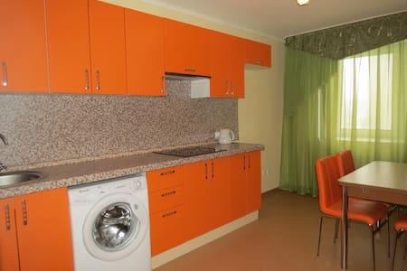 Апартаменты двухкомнатные - Сургут - Wohnung