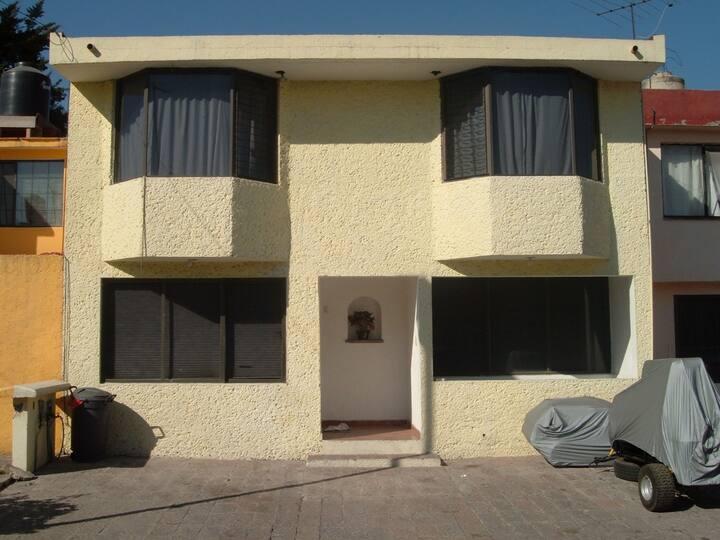 Casa amplia en Fraccionamiento con Vigilancia.