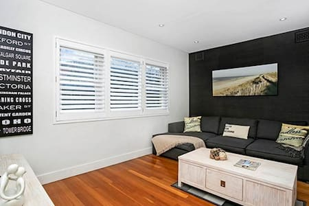 2BR Apartment Minutes from Clovelly Beach CLOV3 - Clovelly - Lejlighed