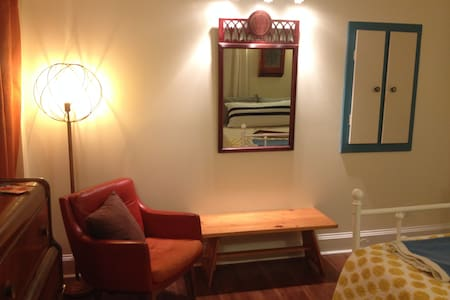 1 - Private Room in Hip Historic Home - Uptown - セント・ジョン - 一軒家