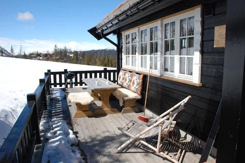 Moderne hytte med fjellutsikt i Gausta-området