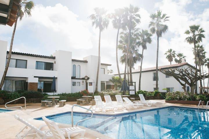 Paloma Poolside Villa - Walk to Beach & Downtown