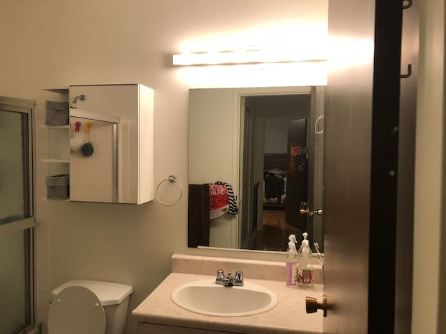 Rooms in a Townhouse (Edmonton,south common)