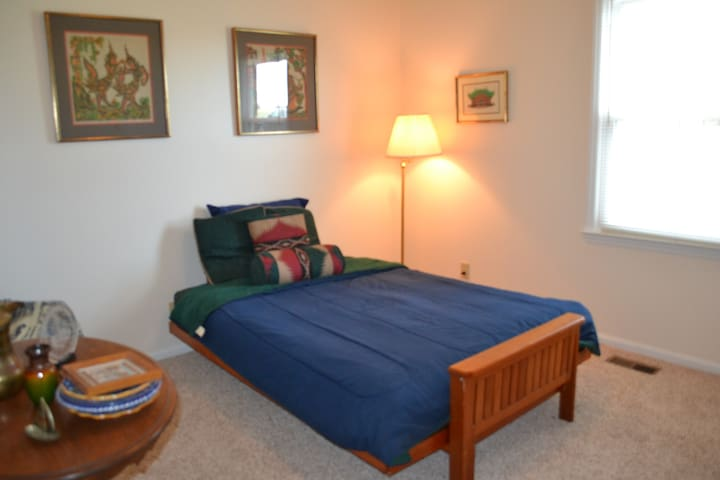 Comfy Guest  Room  in the Country - Cedar Grove - Casa