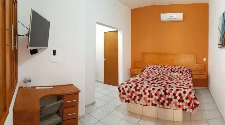 Confortable Habitación privada con grandes zonas