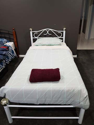 Shared room in share house close to fremantle Bed4