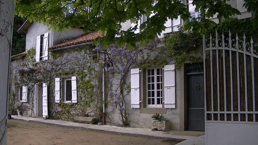 chambre d hote des fontchaudes - Chassenon