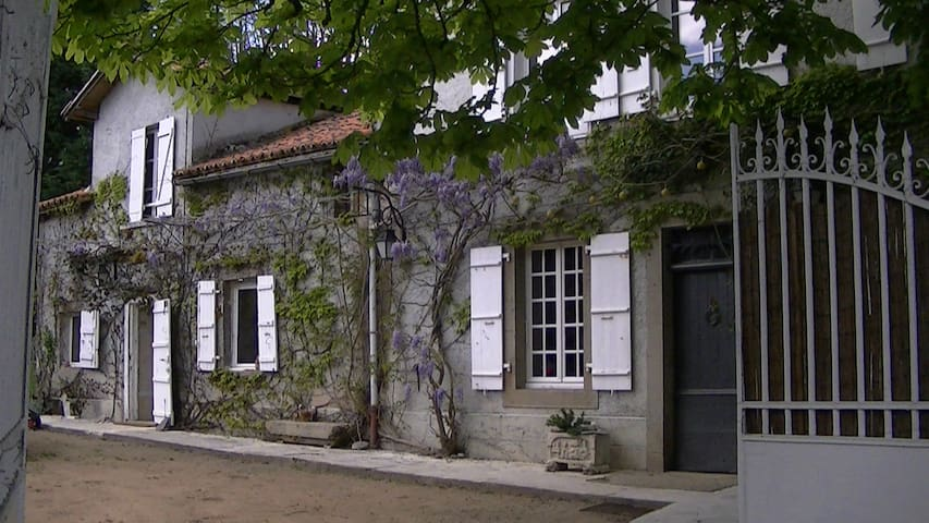 chambre d hote des fontchaudes - Chassenon - Casa de huéspedes