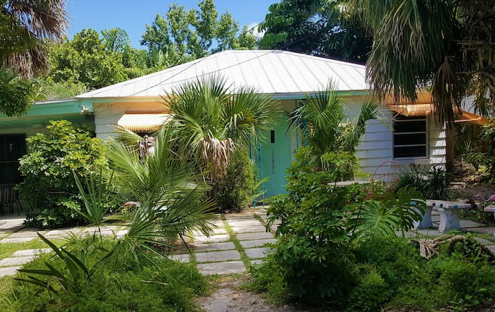 """""""OLD FLORIDA"""" RIVER POOL COTTAGE THAT TIME FORGOT"""