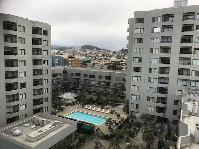 Gorgeous 1-br unit on Van Ness Avenue!