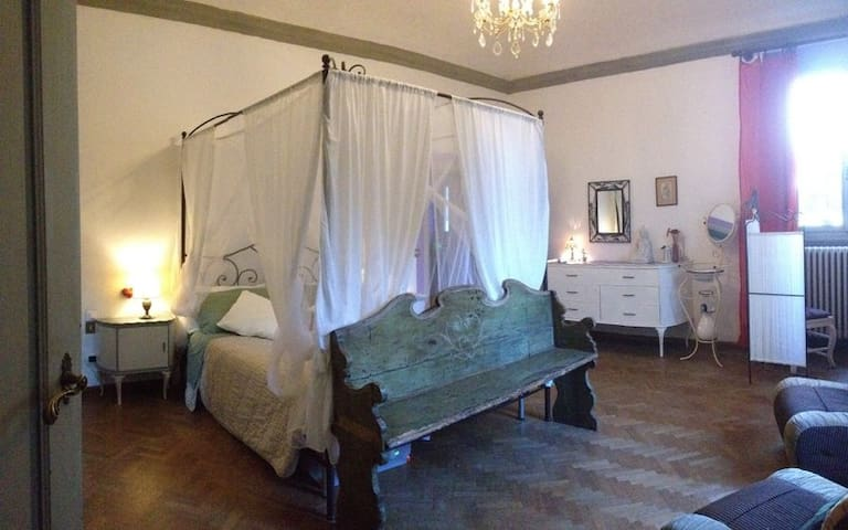 Romantic bedroom in Villa Giulia - Scandicci - Villa