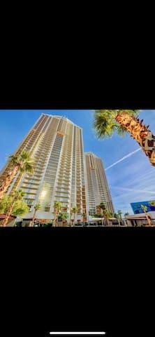 MGM PENTHOUSE JUNIOR SUITE CONDO, STRIP VIEWS!!!