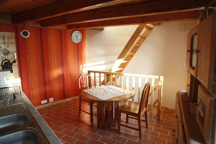 petite maison de bourg à Vernines