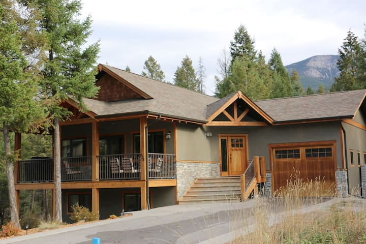 Bright Family Mountain Home in Private Setting - Invermere - Huis