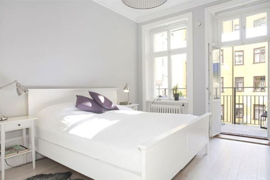 Bedroom with balkonyaccess