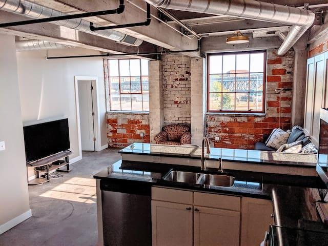 Modern-Industrial 1 BR, Downtown Davenport (#2)
