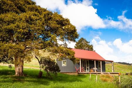 Sweet Valley Hut-Kōmanawa