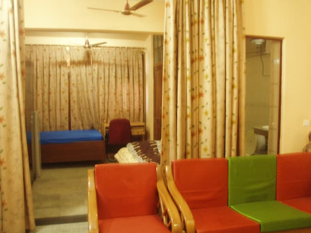 RENTAL DAILY FAMILY APARTMENT/ SUITE- SOUTH DELHI