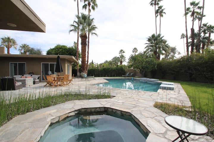 Modern Luxury Poolside LG king suite room + couch - Palm Springs - House