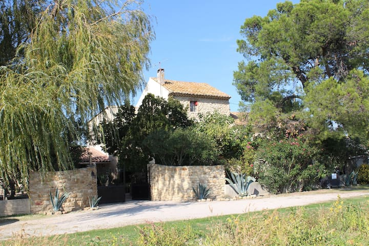 Detached holiday home close to Orange with a lovely private swimming pool and tennis court