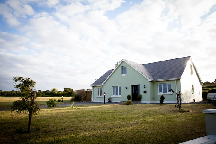 Entire 4 Bed Modern House Over Looking Lough Foyle