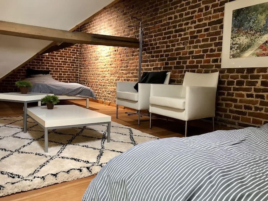 slaapkamer met 2 eenpersoonsbedden die ook samen te voegen zijn