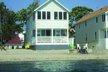 Direct waterfront beach cottage - 밀포드(Milford)