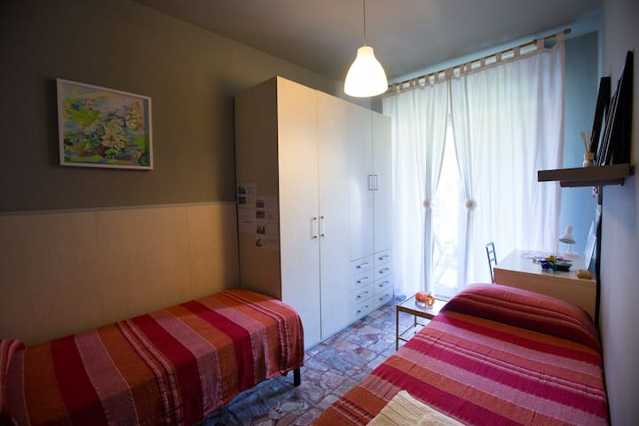 Private Room near Cinque Terre, two single beds.
