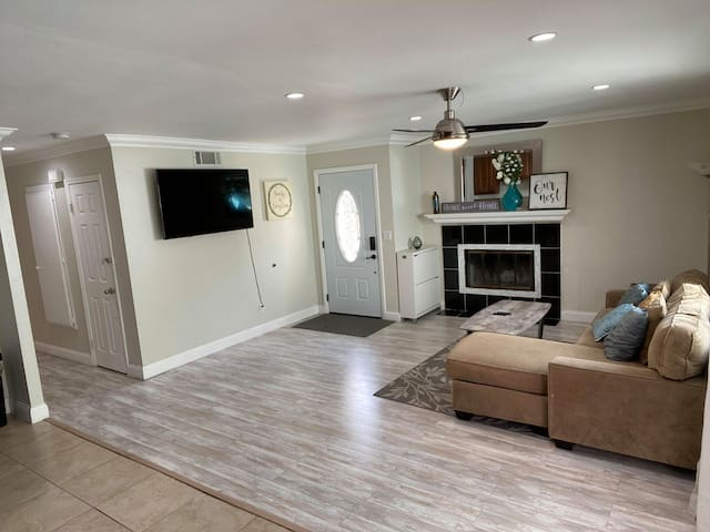 Comfortable 3bed/2bath Home 2 mins to Freeways