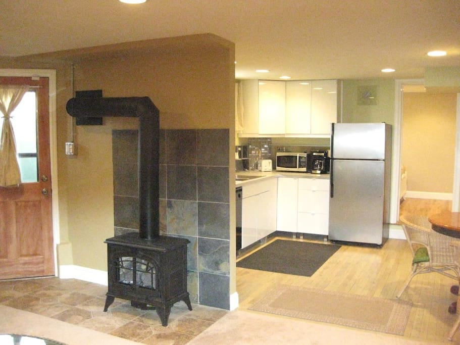 Open layout w gas heating stove