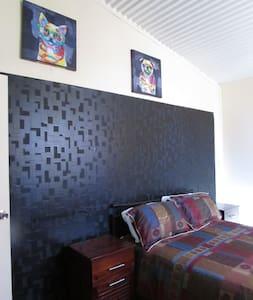 Linga Longa Spiritual Retreat - Blockhütte