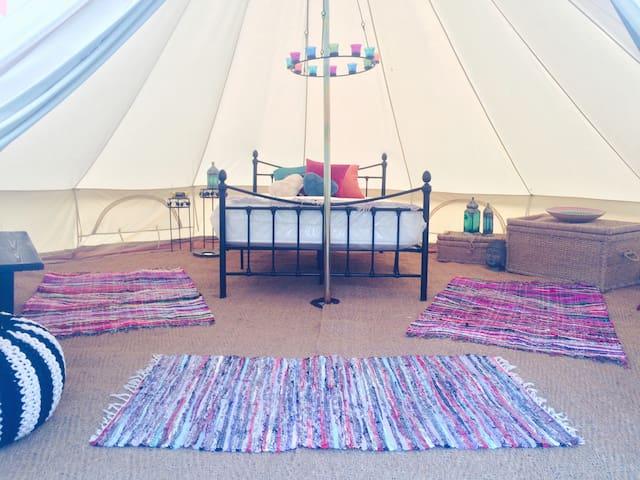Bell tent at Oak Valley - Pett - 圓錐形帳篷