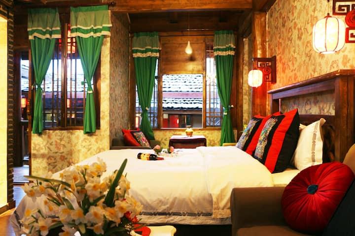 香格里拉独克宗古城(藏式豪华阳台大床房)含早餐 (免费接飞机或车站)