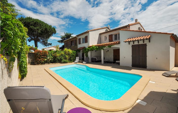 Amazing home in Saint-André with Outdoor swimming pool, Outdoor swimming pool and 2 Bedrooms