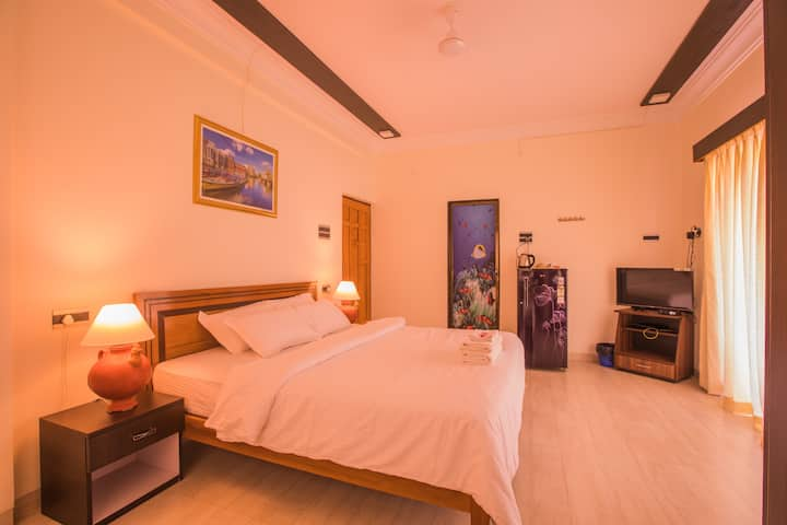 CANDOLIM SUITE@ BLUE JUST 2 MINUTE TO THE BEACH