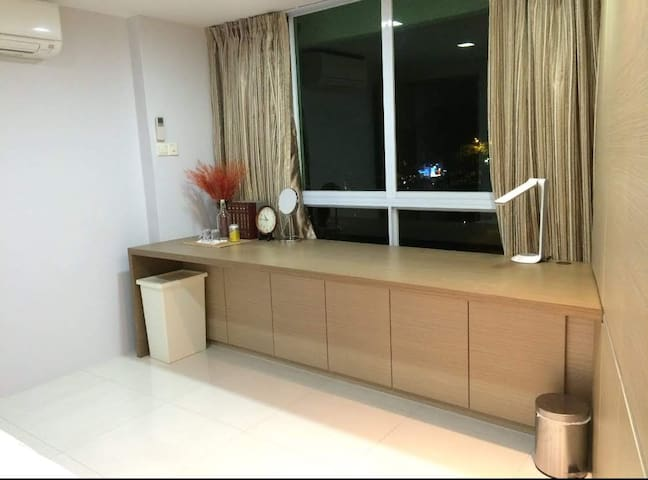 Holland Village Condo, 1 min away from MRT