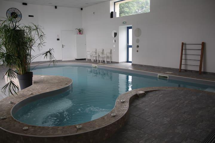 Chambre d'hôte Iris, Espace Terre et Soleil - Le Thour - Guesthouse