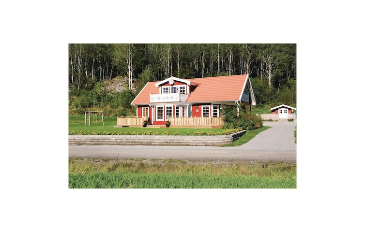 Holiday cottage with 3 bedrooms on 111 m² in Strömstad