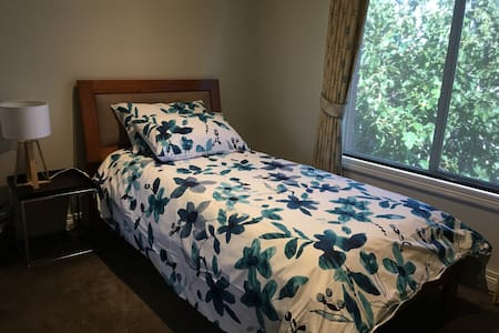 Aussie Homestay, 2 luxurious single Rooms availabl - Clayton South - Bed & Breakfast
