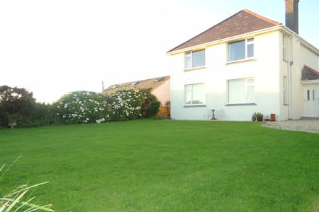 Self catering Gower house with fantastic sea views - Rhossili