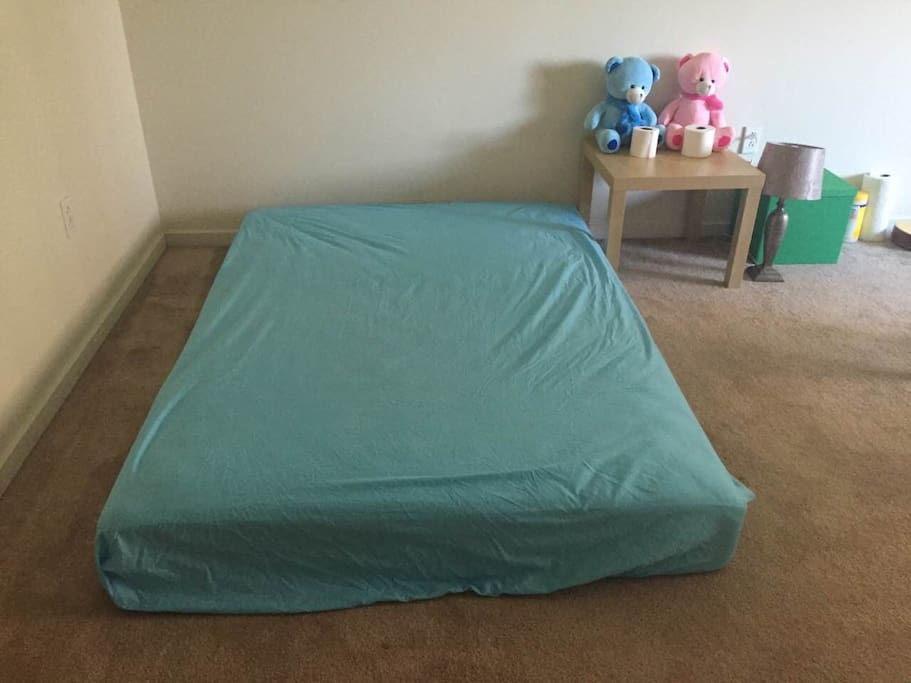 queen size bed(could put a twin size bed in the room if requested)